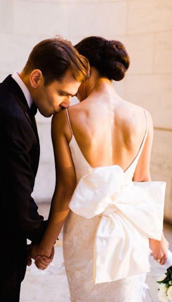 Bröllop, klädkod, mörk kostym, kvinna