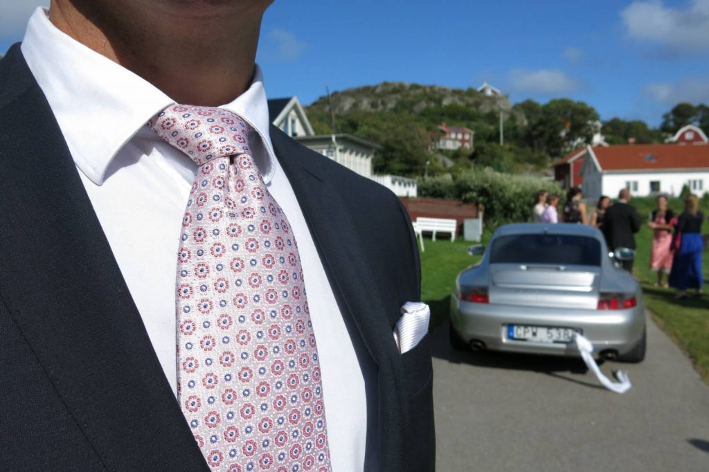 Klädsel, bröllopsgäst, dagens outfit, bröllop, klädkod, mörk kostym.