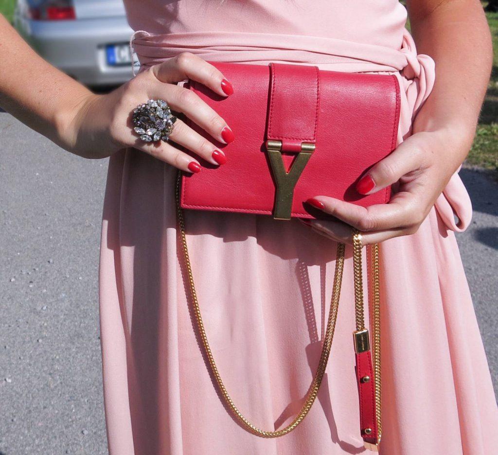 Klädsel, bröllopsgäst, dagens outfit, bröllop, klädkod, mörk kostym, accessoarer.