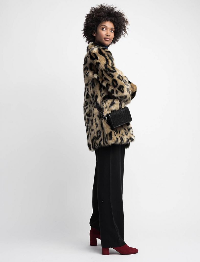 Trendig höstjacka, fuskpäls, leopard.