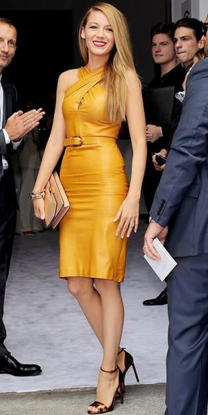 Olivia Wilde svart glittrig klänning silver ing och armband