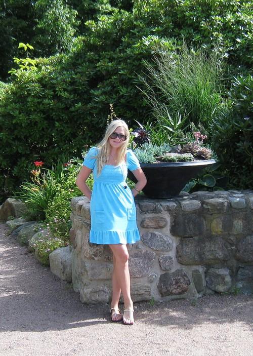 Klänning –Juicy Couture Guldiga sandaler –Steve Madden Halsband –Kenneth  Jay Lane Solglsögon –Carrera Armband -CCSkye. Armband -Gina Tricot d3637bde76081