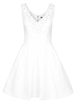 b9f9670b5dfd Stickad klänning med virkade detaljer från Odd Molly 1895 kr