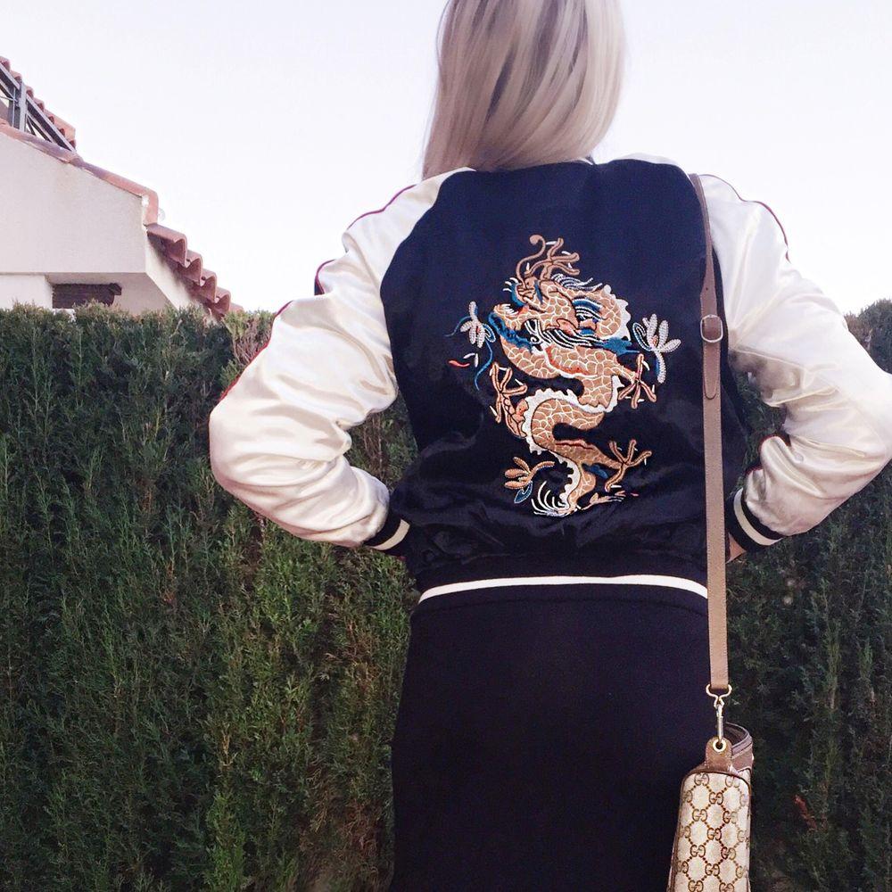 Dagens Outfit Broderad Bomberjacka Gucci väska