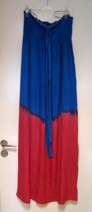 Den här härliga maxiklänningen i kornblått och cerise fyndade jag på rean  på Topshop. Nedsatt från 699 kr till 200 kr a2cbadd8a12c4