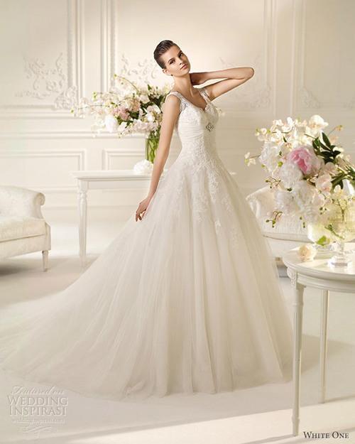 8f9a8ebbab25 Ellie, jag ha panik! Jag ska till ett bröllop om 4 månader och jag har  ingen aning om vad jag ska ha på mig. Jag är 16 år och kurvig som Kim  Kardashian ...