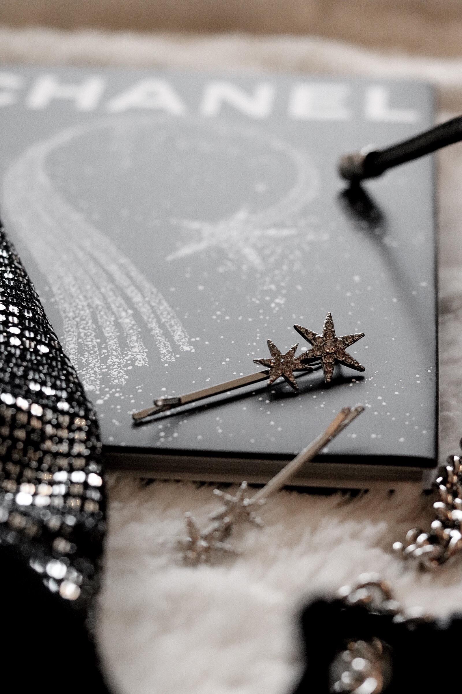 nyårsfrisyr, hårspännen, frisyr, stora lockar, stjärnor, glitter