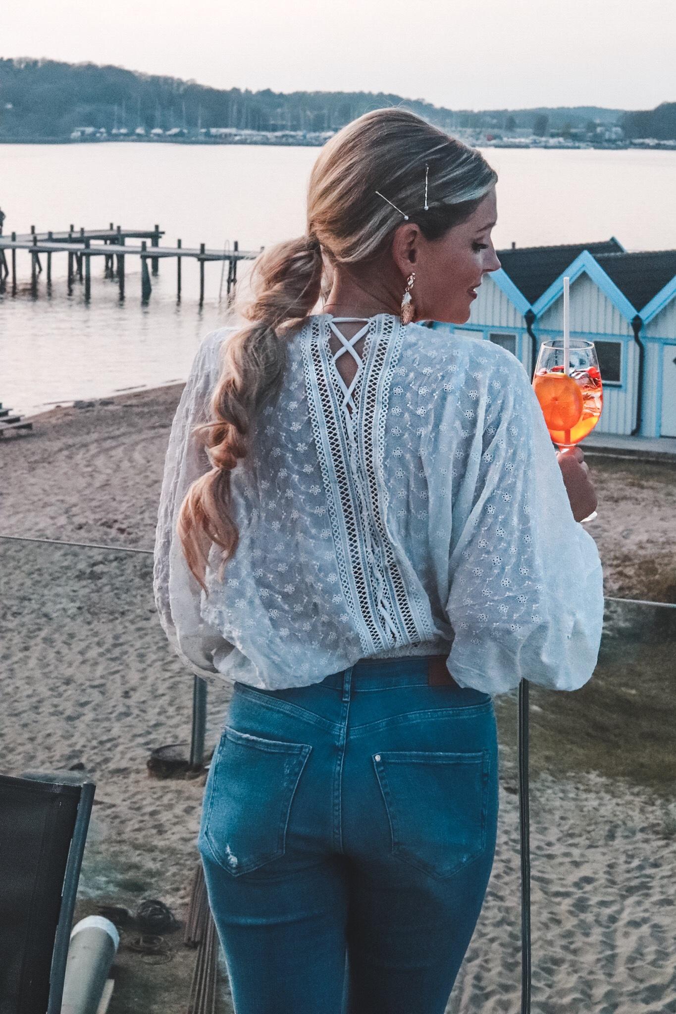 nakd.com blus vit spets brodyr lace up perfekta sommarblusen