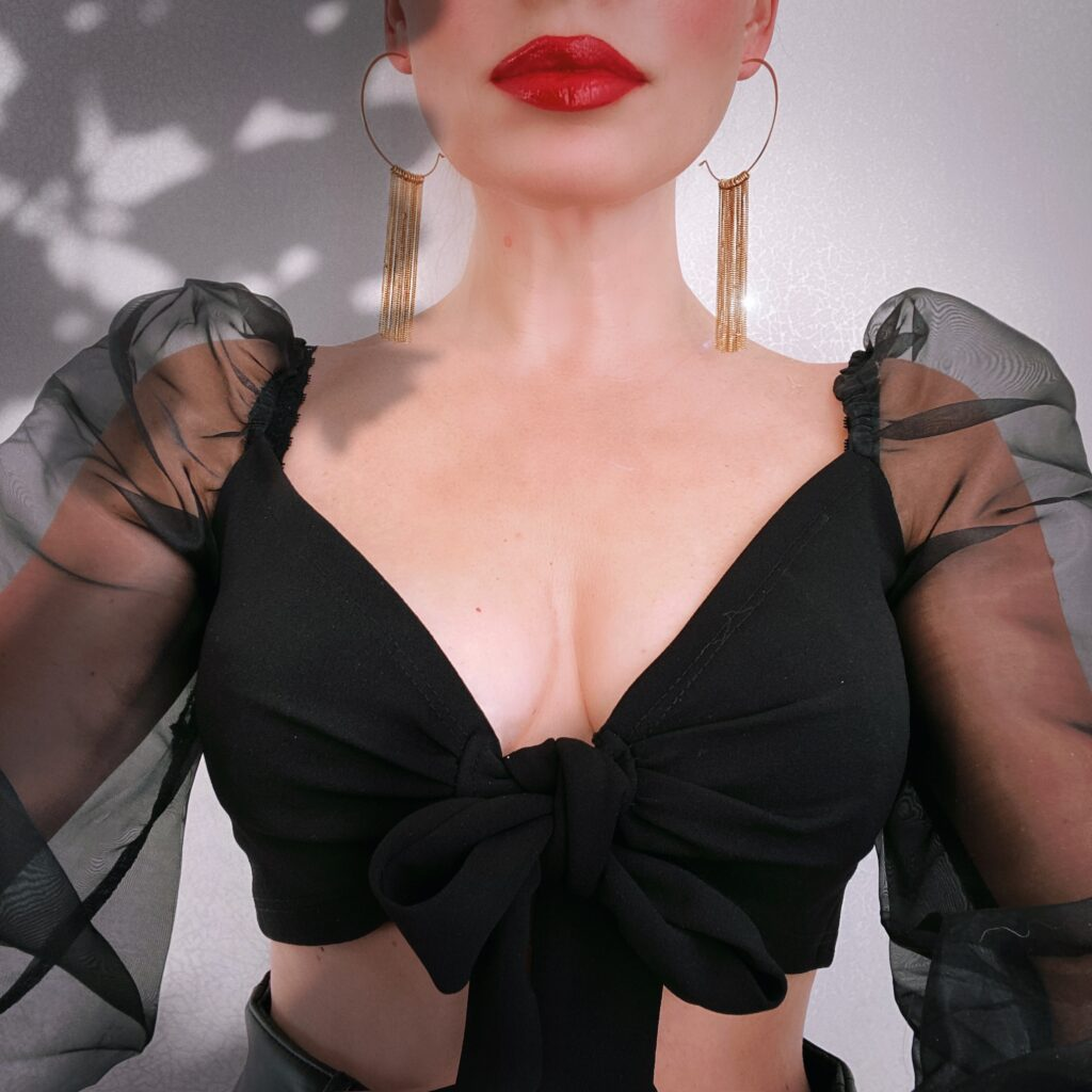 Femme Luxe Finery Crop tops
